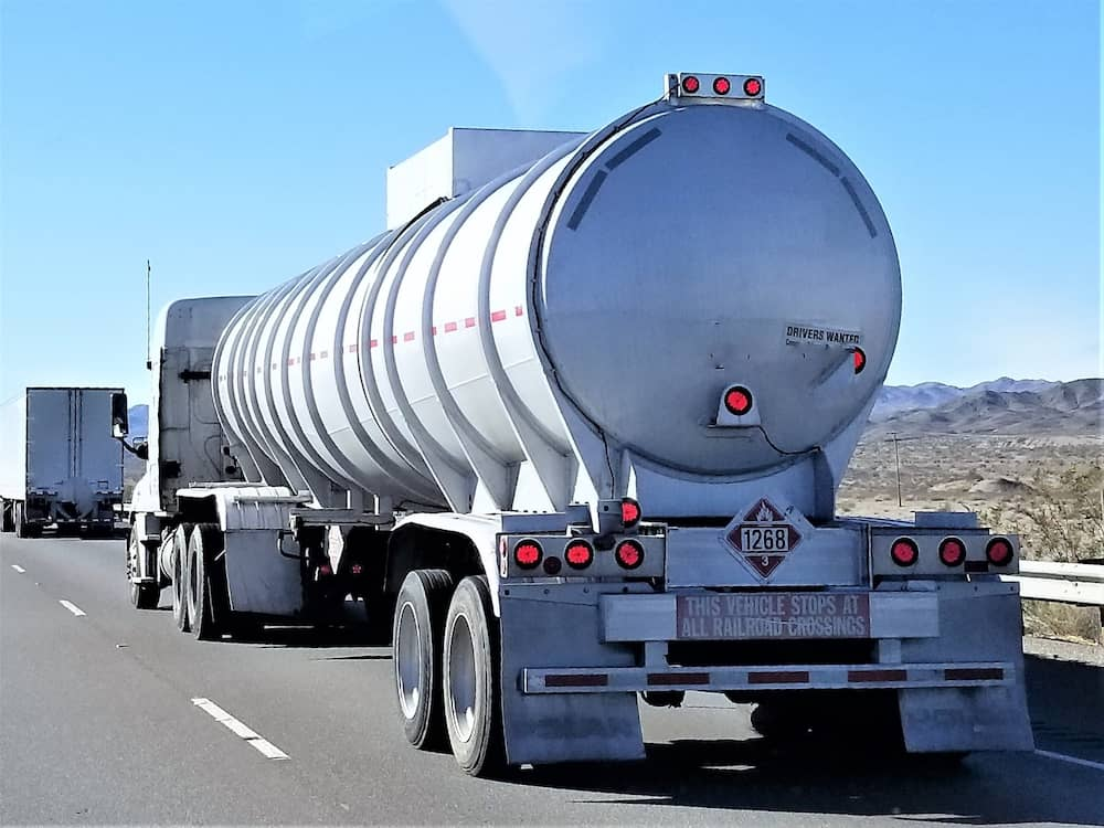 Gas and oil tanker truck nominated xttl5q8 1